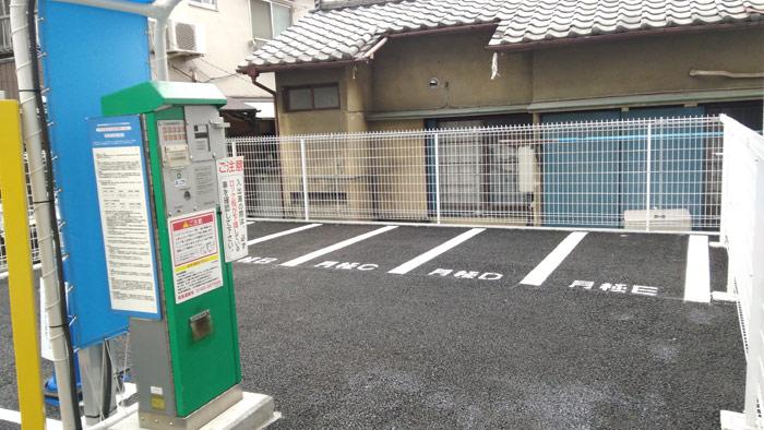 自動車のコインパーキングとバイクの月極駐車場の組み合わせのバイクの駐車スペース